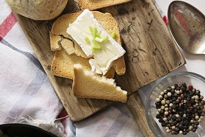toasted bread with brie chesse