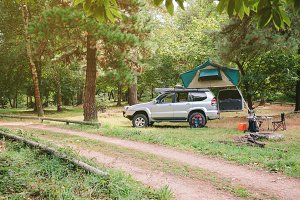 4x4 vehicle with tent in campsite