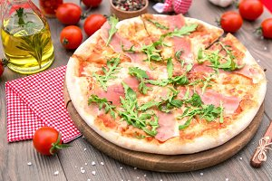 Italian pizza with ham arugula