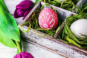Easter egg and tulip