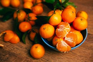 many fresh mandarin