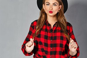 Girl in hat, plaid shirt and jeans