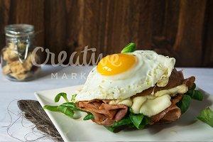 croque madame sandwich egg