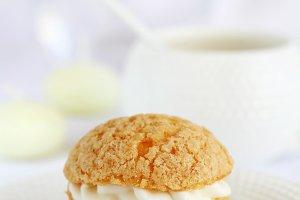 Profiterole stuffed with cream