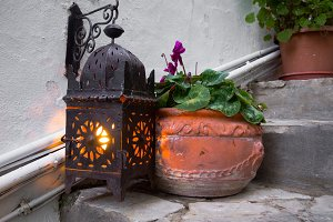 Lantern light with a pot