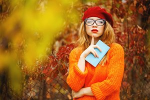 Girl in beret and sweater. Autumn