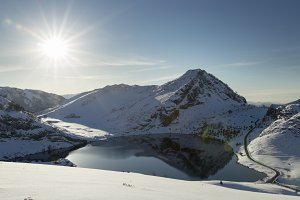 Enol lake at winter