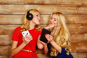 Sisters blond listening to music.