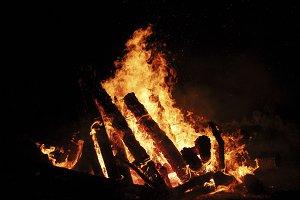 Low placed bonfire