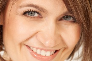 Adult smiling brunette in close-up.