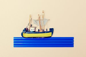 Lttle Ship. Minimal Fashion