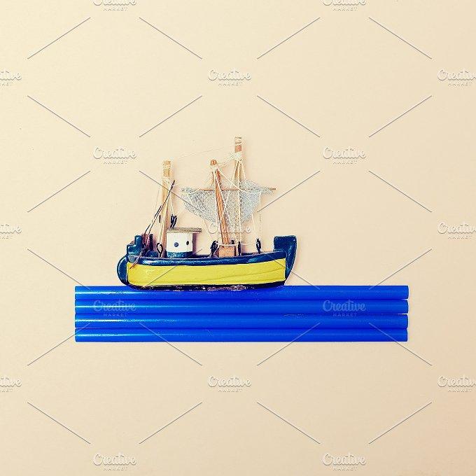 Lttle Ship. Minimal Fashion - Beauty & Fashion
