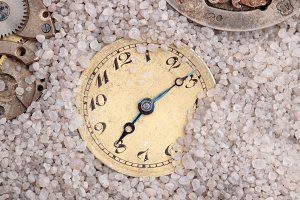 Clocks in the sand