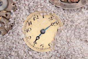 Clocks in the sand