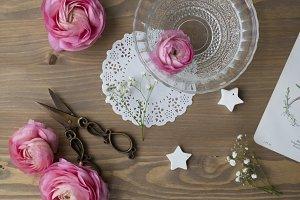Flat lay Vintage/Rustic floral table