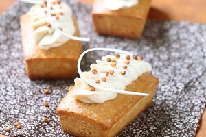 Rectangular Cakes with Cream Cheese