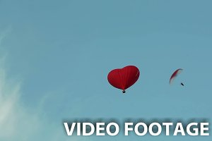 Hot air balloons and paraglider