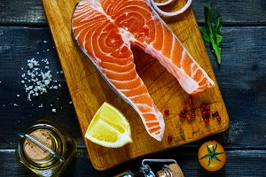 Salmon steak with seasoning