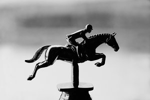 Gift statue of jumping rider
