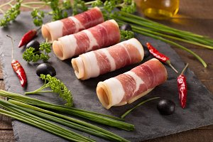 bacon with olive and herbs