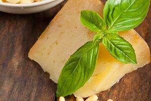 Italian basil pesto ingredients