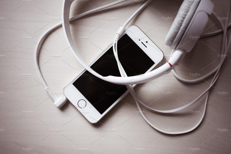 iPhone Headphones #2 ~ Arts & Entertainment Photos ...