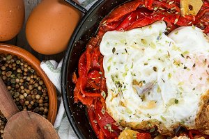 Fried eggs with peppers