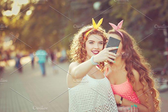 Best friends. Group selfies. Toning. - People
