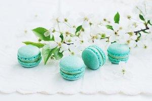 Minty macaroons