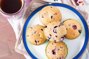 Yogurt muffins with berries
