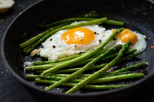 Asparagus and eggs