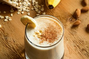 Banana peanut and cinnamon smoothie