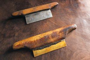 blade scrapers to flatten leather