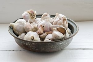 Several raw garlic