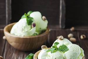 Pistachio ice creram with mint