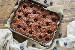 Chocolate brownie with blueberries