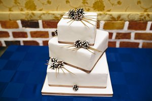 square-shaped wedding cake