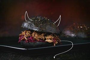 Black devil's burger with stews