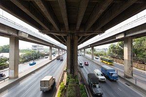 Car traffic under the bridge