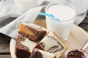 Sweet marble cake with milk