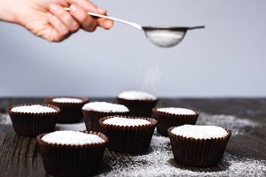 Cupcakes with powdered sugar