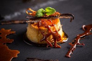 Vanilla pudding dessert