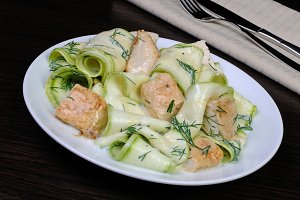 Zucchini salad with chicken