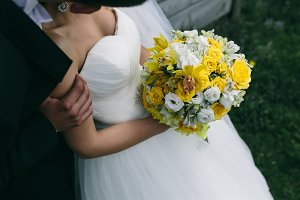 Photo wedding bouquet in hands of the bride