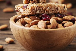 Cereal bar with almond and berry