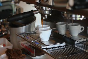 Coffee machine and espresso shot