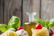 Tomato, basil, oil and pasta