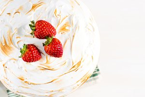Cake with meringue and strawberries