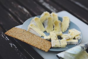 Blue cheese with crisp