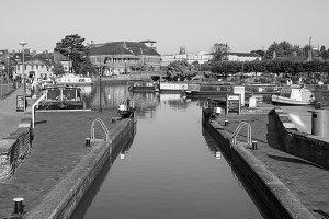 Lock gate in Stratford upon Avon in black and white